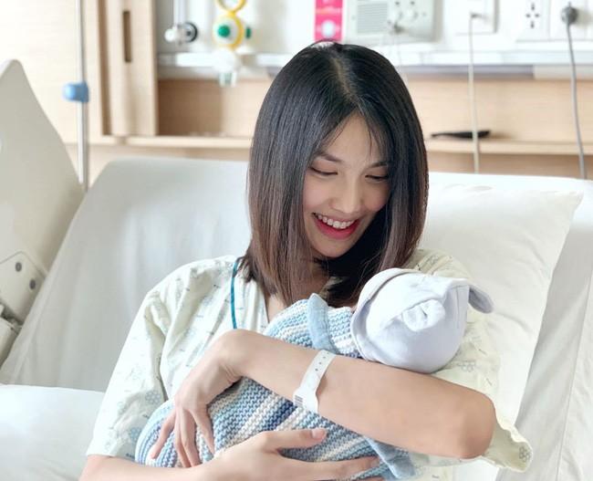Nhiều bất ngờ dành cho mẹ vì có thể cảm nhận được thai máy