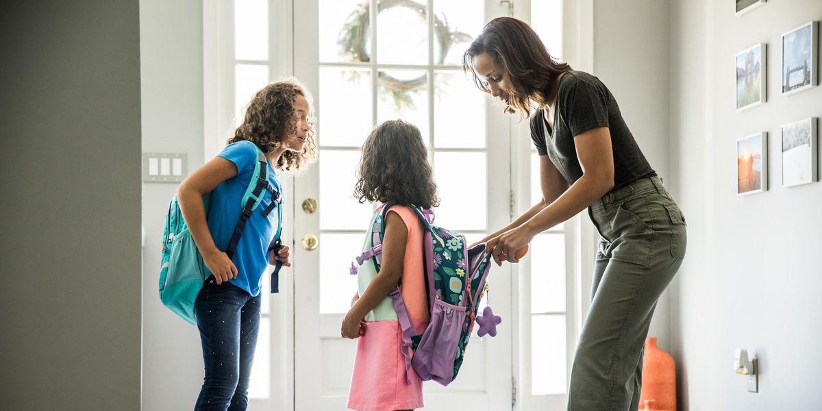 Gửi mẹ rất vui khi cho con đi học trở lại — con đi cùng mẹ