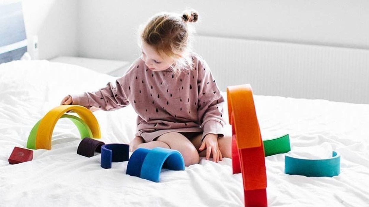 17 đồ chơi lấy cảm hứng từ Montessori sẽ phát triển cùng con bạn