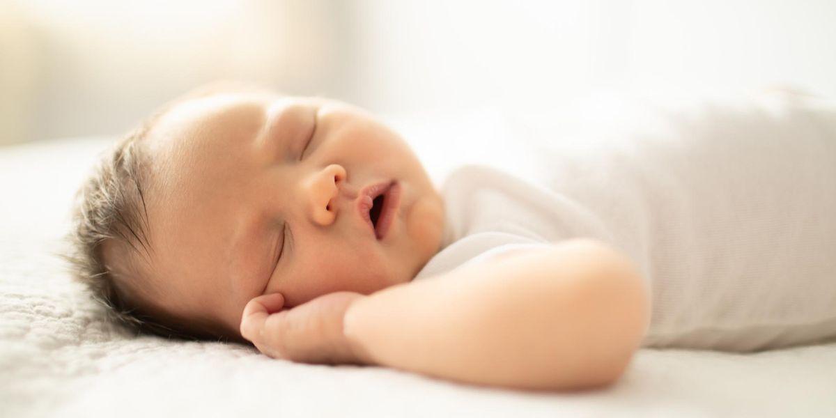 Trẻ 5 tháng tuổi ngủ bao nhiêu là đủ?