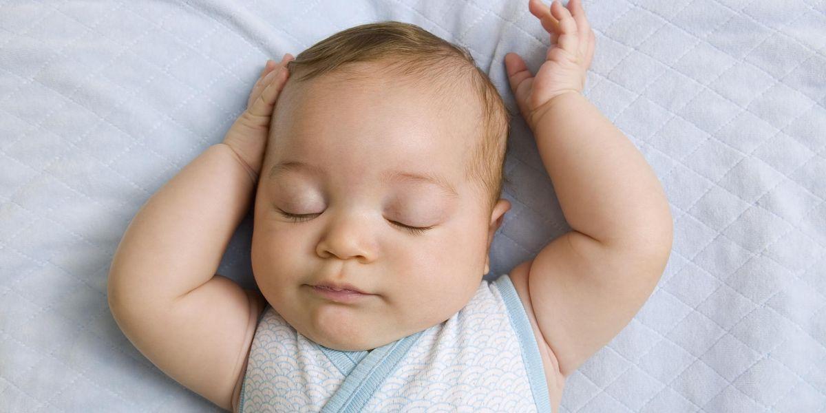 Trẻ sáu tháng tuổi cần ngủ bao nhiêu?