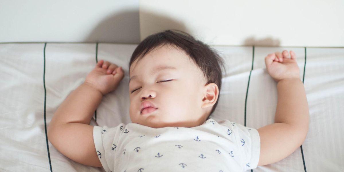 Trẻ 7 tháng tuổi ngủ bao nhiêu là đủ?