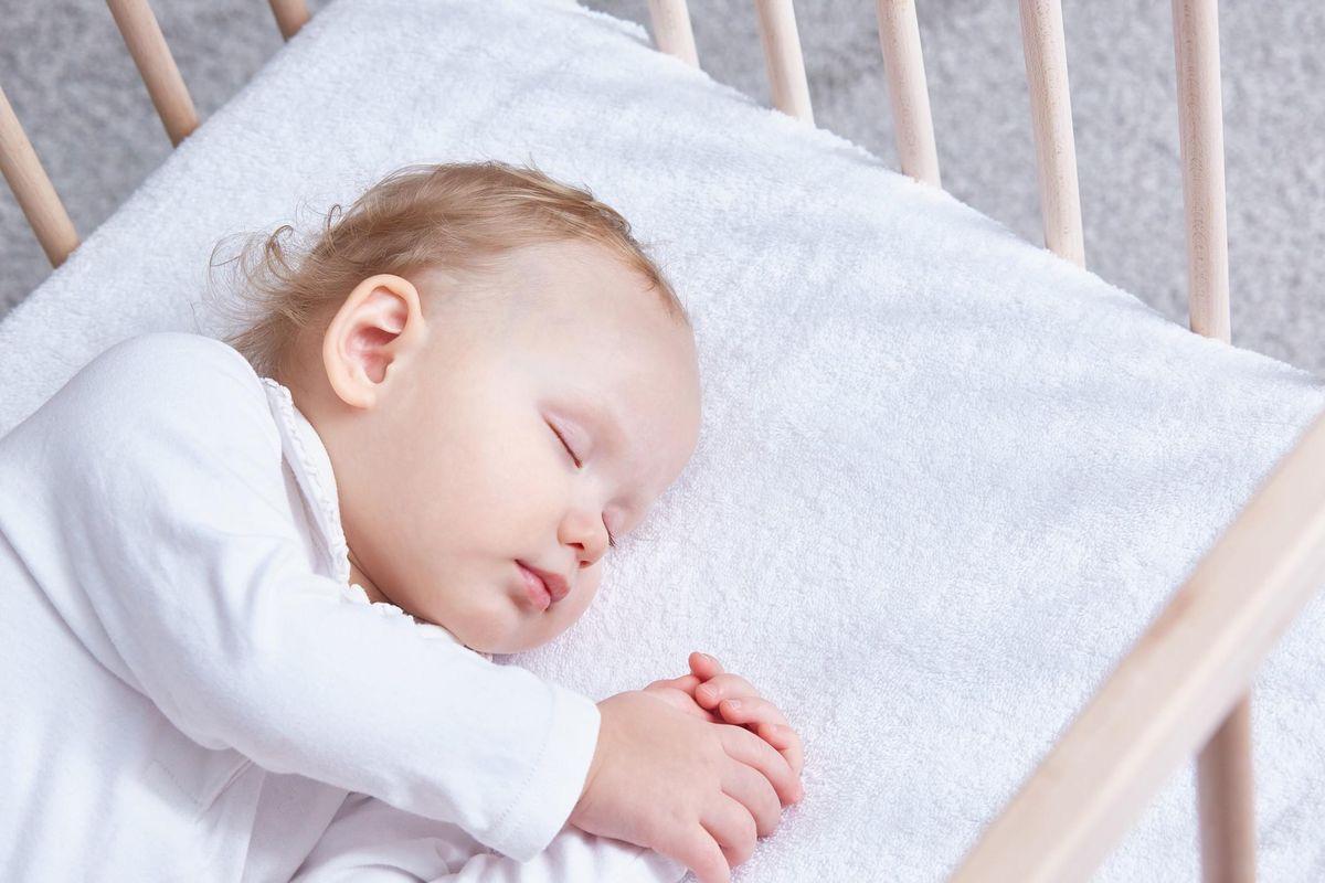 Trẻ 12 tháng tuổi ngủ bao nhiêu là đủ?