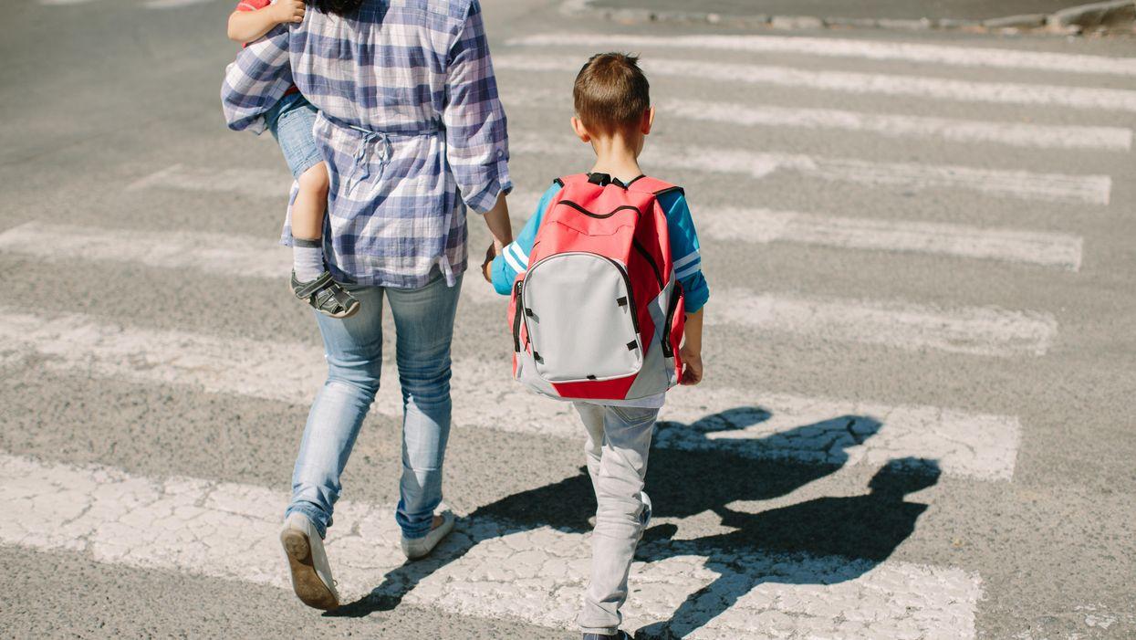 Sự sụp đổ về sự kiềm chế sau giờ học là có thật — đây là lý do tại sao con bạn tức giận với bạn