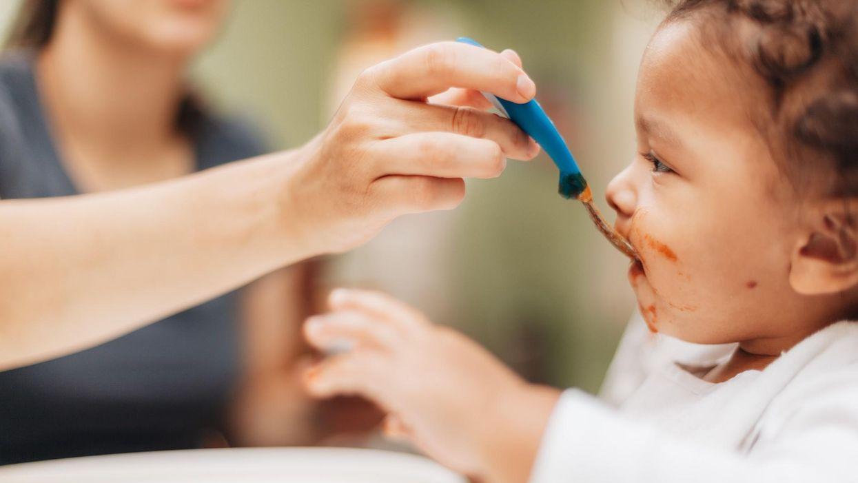 Lịch ăn dặm cho trẻ 8 tháng tuổi + lời khuyên của chuyên gia