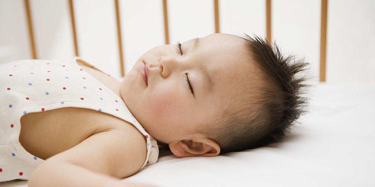 Trẻ 11 tháng tuổi ngủ bao nhiêu là đủ?