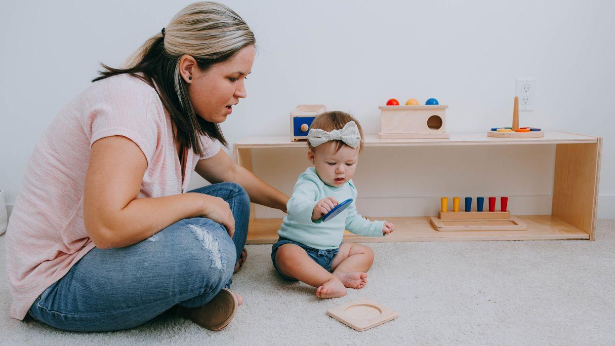 Cách kết hợp Montessori tại nhà ngay từ khi mới sinh