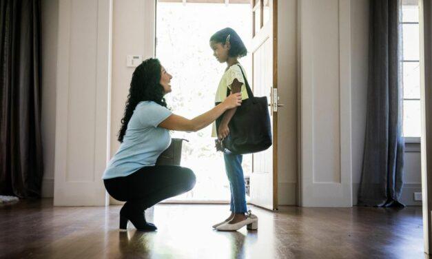 Cách trò chuyện với con bạn về các vấn đề và lịch sử của người bản địa
