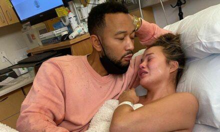 Chrissy Teigen chia sẻ bức ảnh đau lòng một năm sau khi mất con