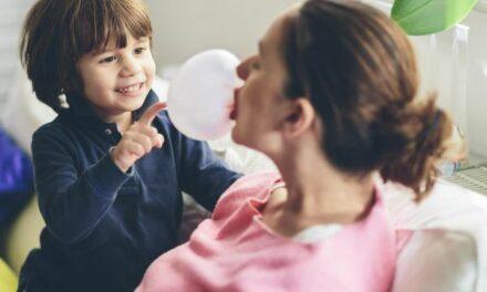 Đó là khoa học: Nhai kẹo cao su sau khi sinh mổ có thể giúp bạn xuất viện sớm hơn
