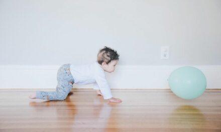 Các mốc phát triển của bé 10 tháng tuổi