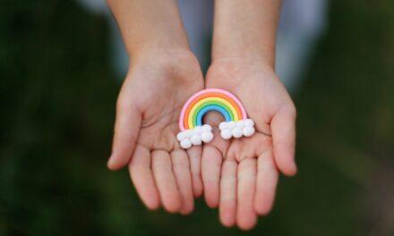 Hơn bao giờ hết, nhiều người Mỹ xác định là LGBTQIA + —có cách nói chuyện về tình dục với con bạn 🏳️🌈