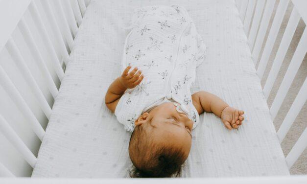 10 nguyên tắc về giấc ngủ an toàn mà cha mẹ, ông bà và người chăm sóc trẻ nên biết