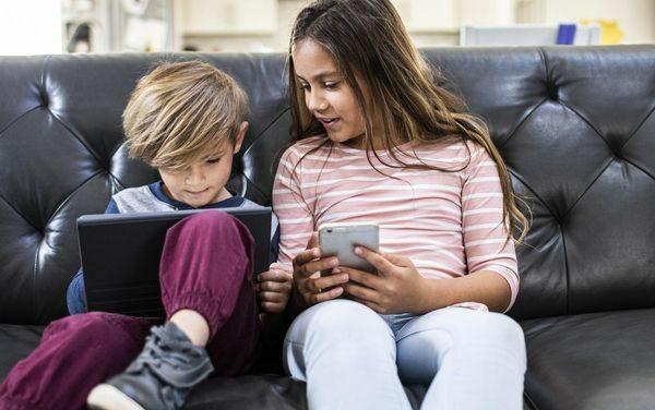 Nghiên cứu mới cho biết, thậm chí 5 giờ sử dụng màn hình mỗi ngày cũng được
