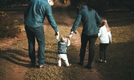 Nữ hộ sinh và Cuộc sống – Các chiến lược thiết thực giúp việc nuôi dạy con cái trở nên thú vị hơn